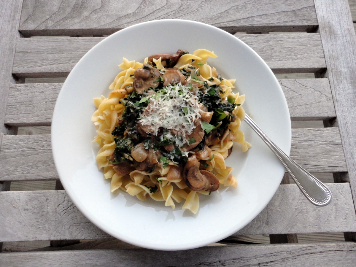 Kale and Mushroom Stroganoff (Vegetarian) – B&B: Beakers ...